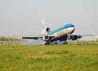 ams/low/PH-KCY - MD11 KLM - AMS 20-04-07.jpg